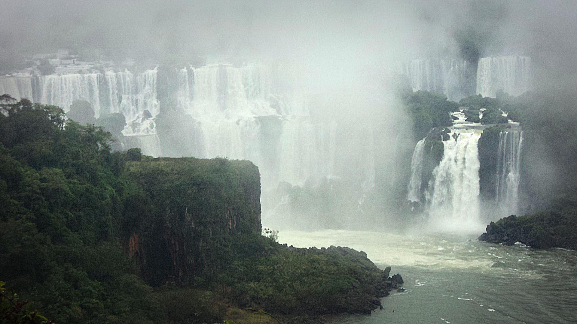 Silvina-Spravkin-Sculptor-Iguazu-cataratas